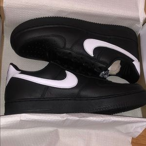 Nike air force 1 low retro qs size 10.5 brand new